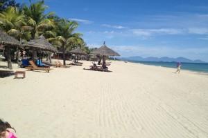 Cua-Dai-Beach-1-600x400